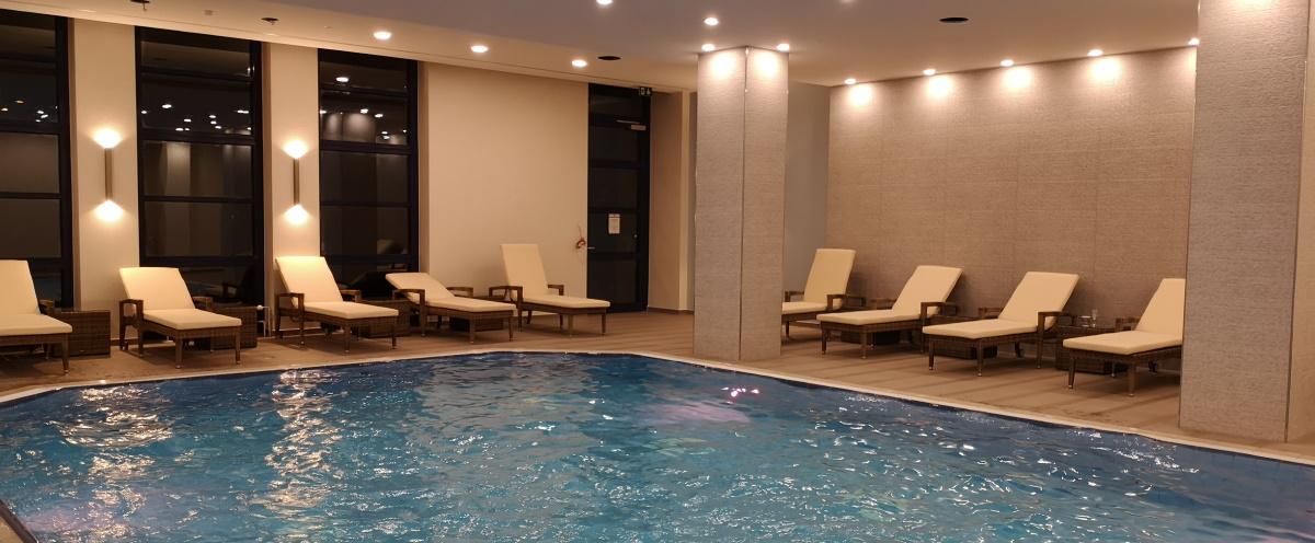 Bei allen Behandlungen ab 30,00 € stehen Ihnen Sauna- und Poolbereich kostenlos zur Verfügung!